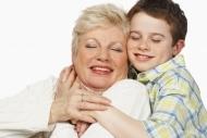 Cine ne creste copilul, bunici sau bona?